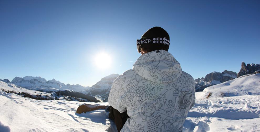 Snowboarder im Pulverschnee auf der Seiser Alm