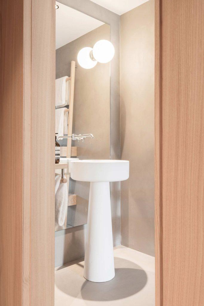 Blick in das Badezimmer des Classic Room 02 im Boutique Hotel Schgaguler in Süditirol