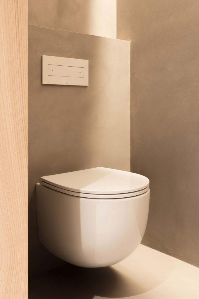 Abgetrenntes WC in den Zimmern des Boutique Hotel Schgaguler