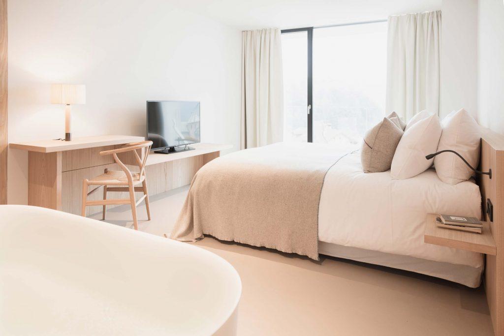 Hauptschlafzimmer der Familiensuite im Hotel Schgaguler in Kastelruth