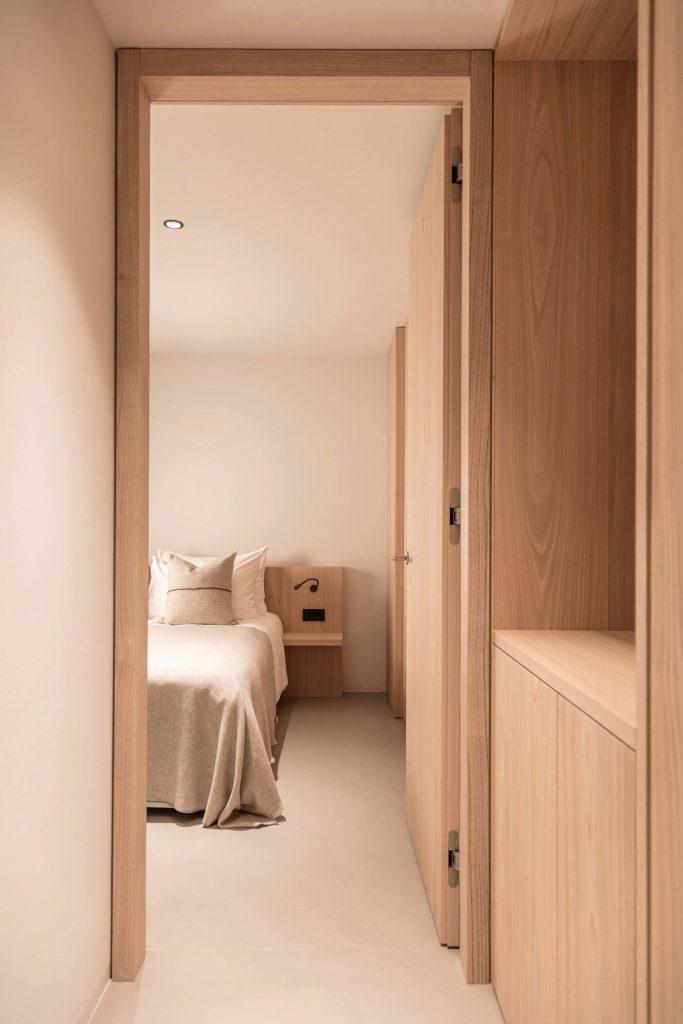 Zweites Schlafzimmer der Family Suite im Hotel Schgaguler mit Doppelbett