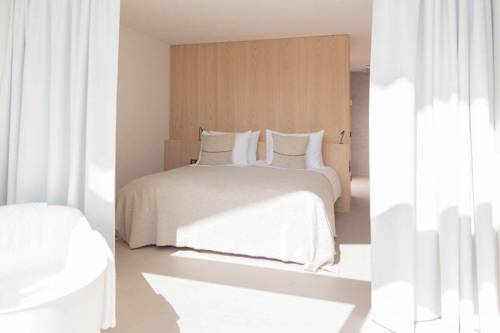 Schlafzimmer der Suite im Boutique Hotel Schgaguler in Kastelruth, Südtirol