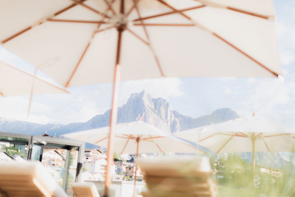 The sun terrace in the Boutique Hotel Schgaguler in Castelrotto near the Alpe di Siusi
