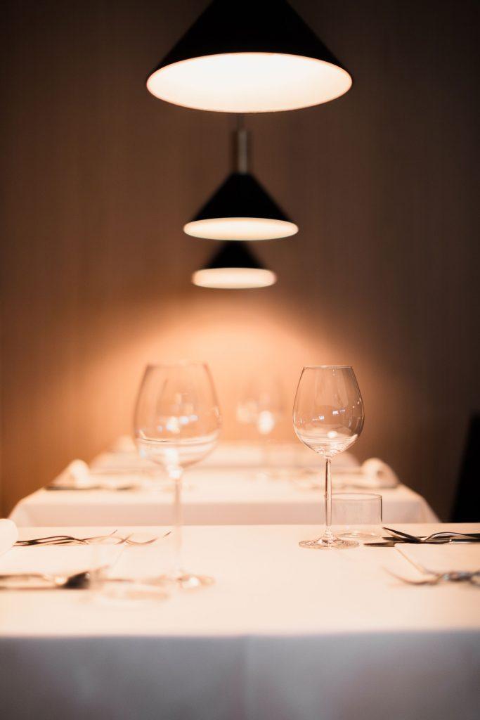 Atmosfera serale nel ristorante del Boutique Hotel Schgaguler a Castelrotto