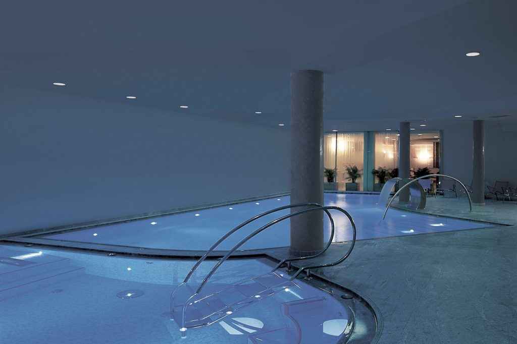 The wellness area in the Hotel Schgaguler with its pools