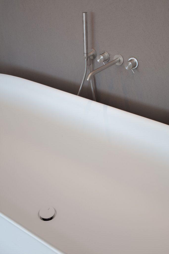 Mini SPA mit freistehender Badewanne in den Zimmer des Boutique Hotel Schgaguler in Südtirol