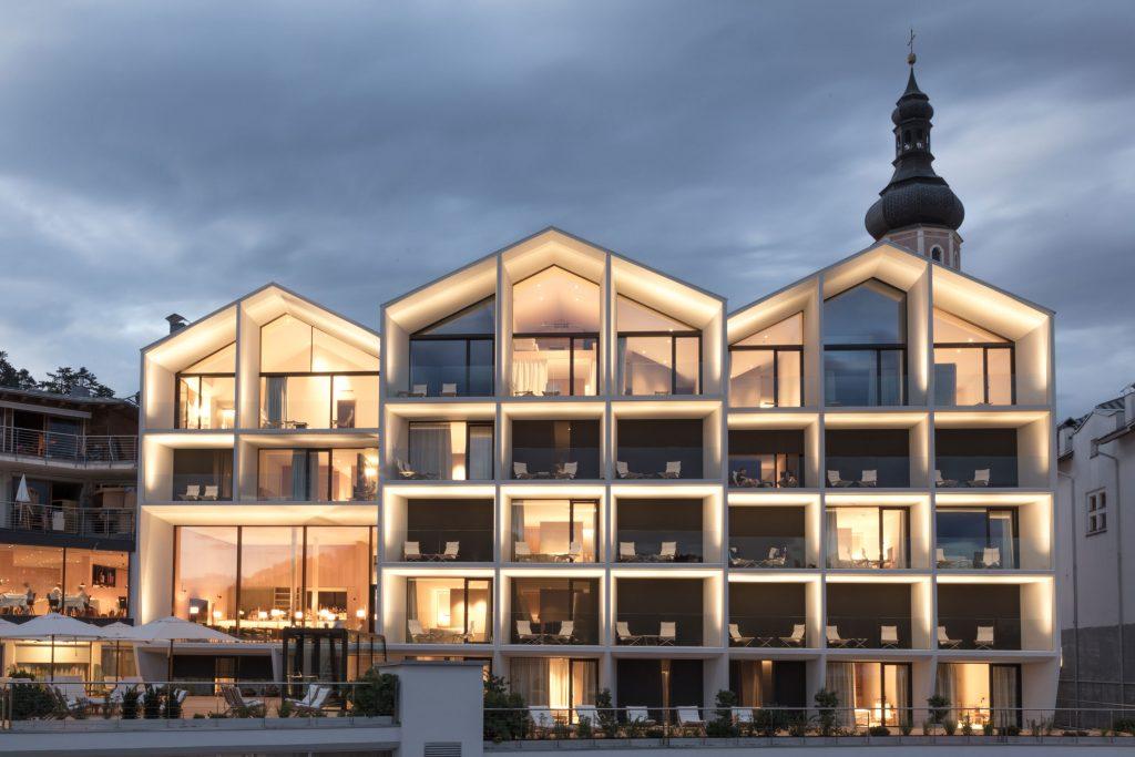 Aussenansicht des Boutique Hotel Schgaguler in den Dolomiten