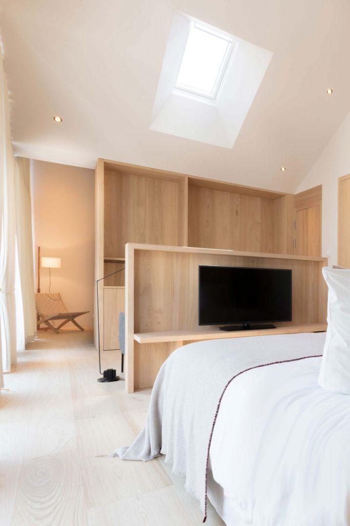 Hauptschlafzimmer der Townsuite im Hotel Schgaguler in den Dolomiten