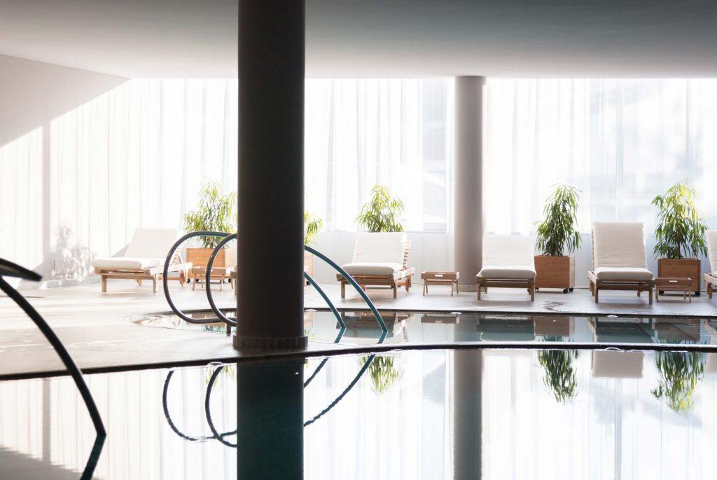Schwimmbad im Hotel Schgaguler in den Dolomiten